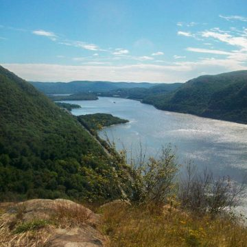 Hiking at Breakneck Ridge - Day Trip from NYC