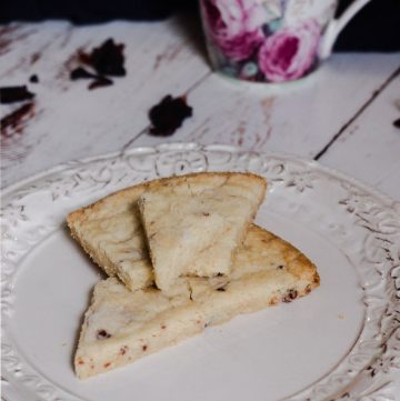 Traditional Scottish Shortbread with Rose