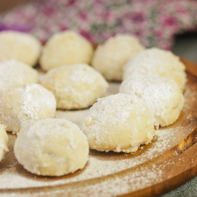 Polvorones – Mexican Wedding Cookies