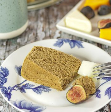 spice cake with cheese and fig