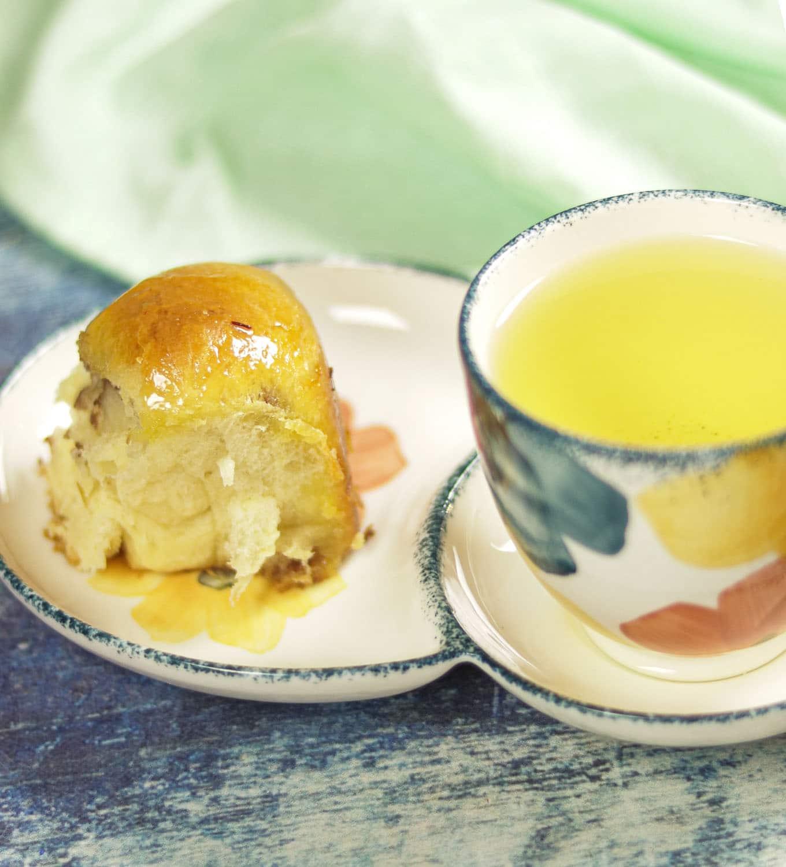 Khaliat Nahal - Honeycomb Bread, Arabic Cheese Bread