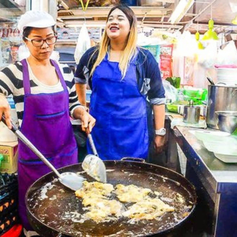 frying Seafood Omelet at Or Tor Kor Market #bangkoktravel #thailandtravel
